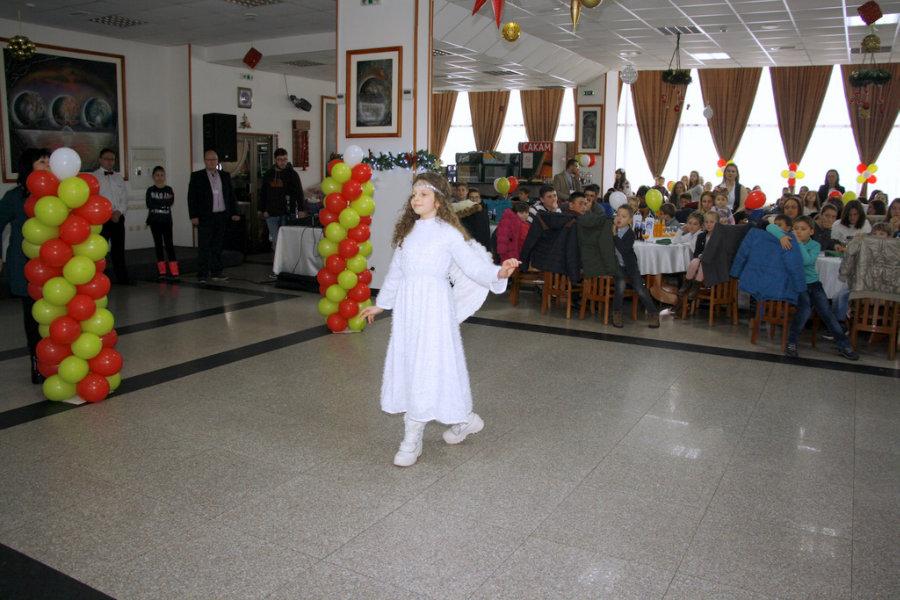6639-vo-prilep-se-odrza-tradicionalniot-boziken-rucek-za-500-deca-960x600-12